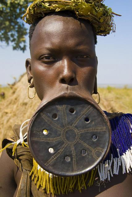 Ornate-Mursi-lip-plate
