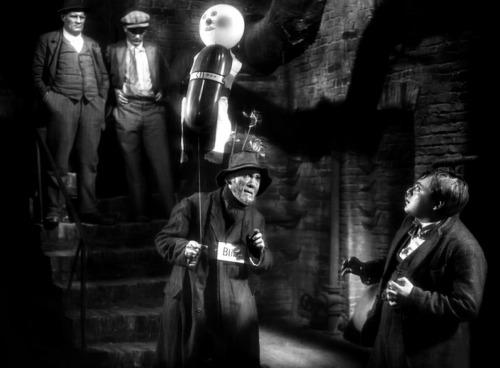 Fritz_Lang-M_blind_baloon_doll